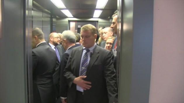 asansor-calismayinca-erdogan-uyardi-birisi-insin-7749122_2101_m.jpg
