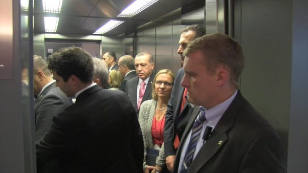 asansor-calismayinca-erdogan-uyardi-birisi-insin-7749122_4678_m.jpg