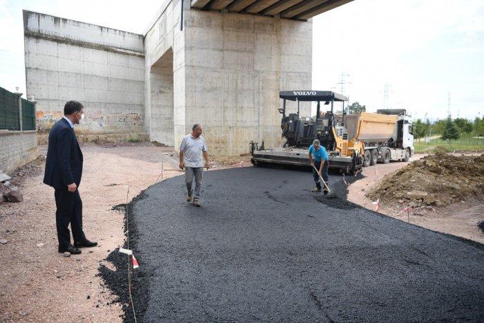 ataevler-kopru-kavsagina-750-ton-sicak-asfalt-7.jpg