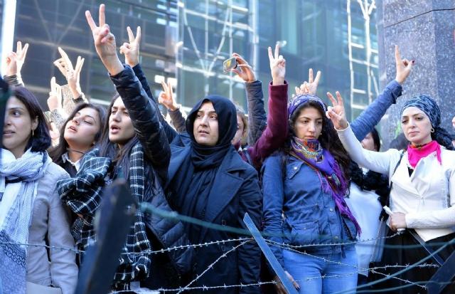 bruksel-de-saldiriyi-protesto-edenler-ile-oy-7767339_4253_m.jpg