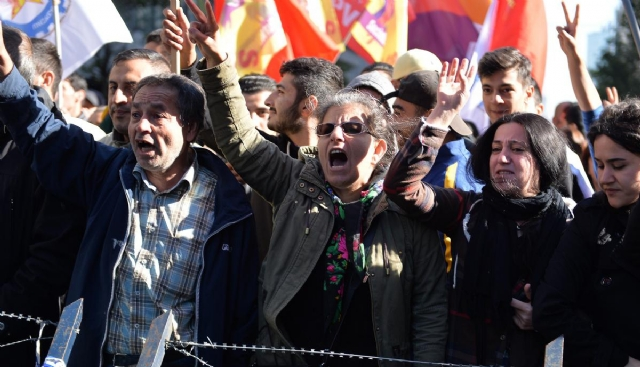 bruksel-de-saldiriyi-protesto-edenler-ile-oy-7767339_6930_m.jpg
