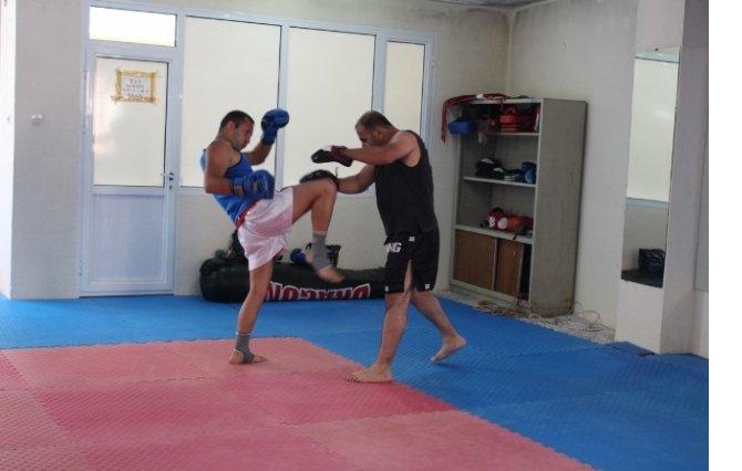 gunduz-zabita-aksam-kick-bokscu-7798383_6856_m.jpg