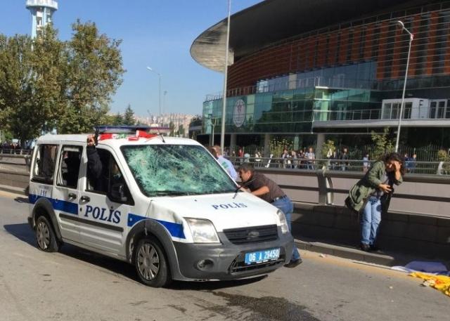polis-gostericileri-dagitmak-icin-havaya-ates-7763849_8954_m.jpg